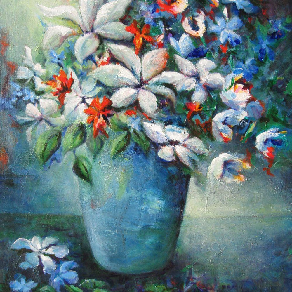 Blauwe vaas met bloemen